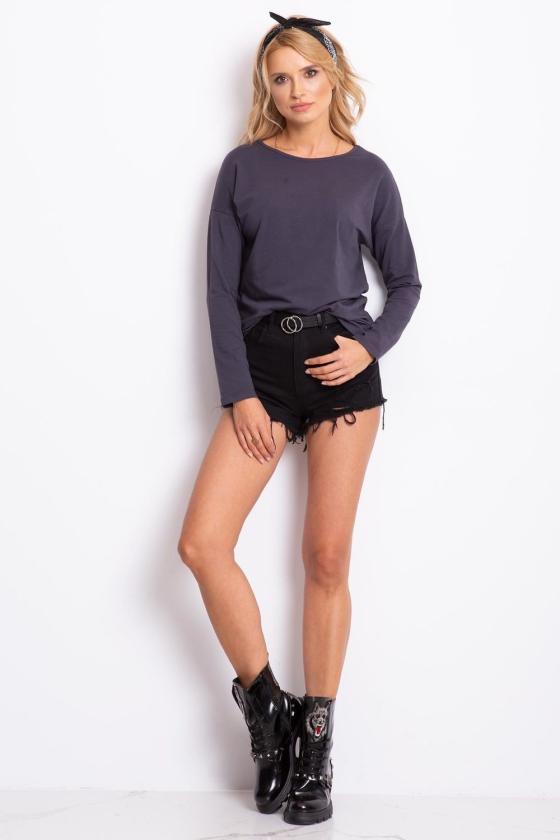 Seksuali balta asimetriško modelio suknelė