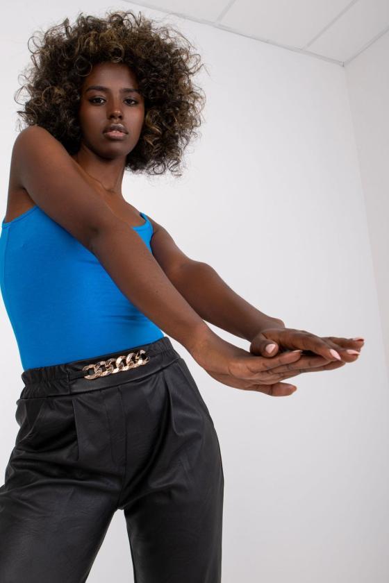 Oranžinės spalvos ilga romantiška suknelė atvirais pečiais