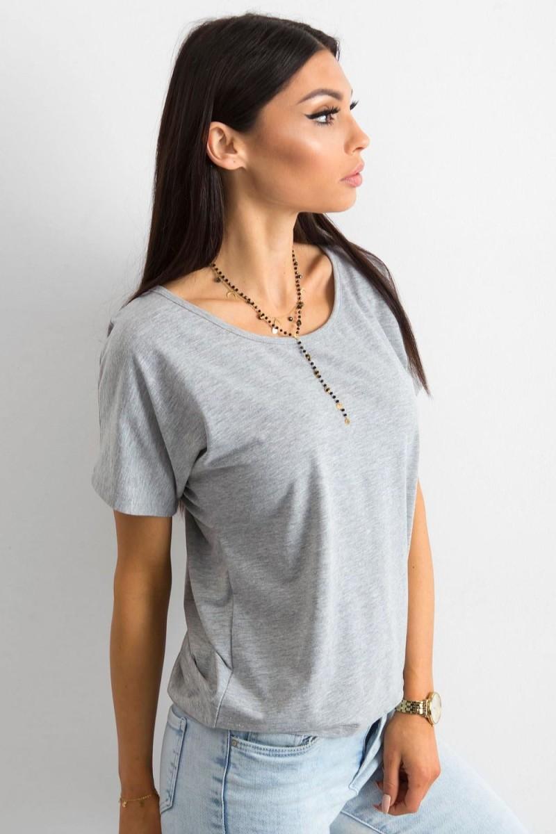 Baltos spalvos ilga romantiška suknelė atvirais pečiais