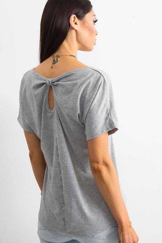 Baltos spalvos ilga romantiška suknelė atvirais pečiais_130875