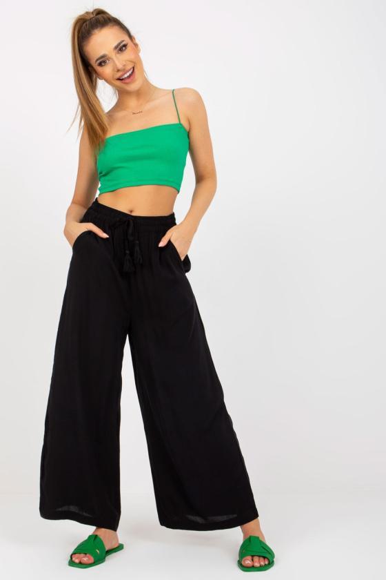 Veliūro imitacijos raudonos spalvos laisvalaikio kostiumas