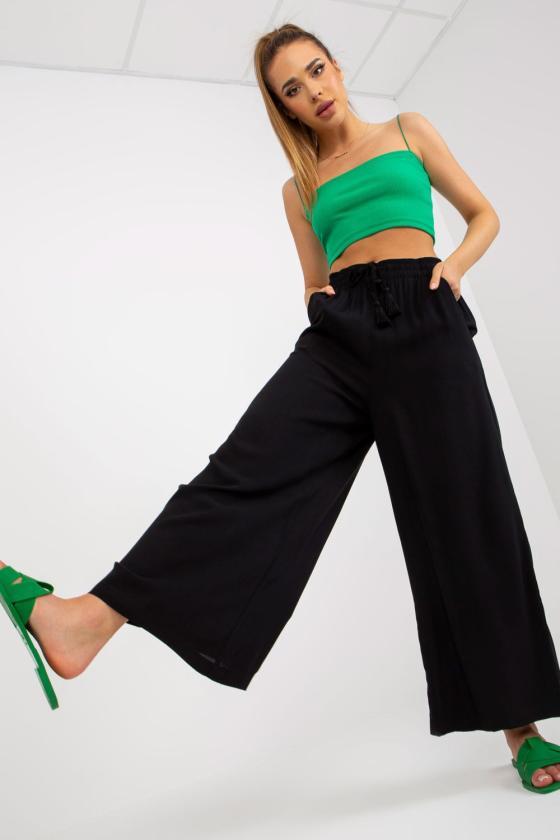 Veliūro imitacijos raudonos spalvos laisvalaikio kostiumas_131105
