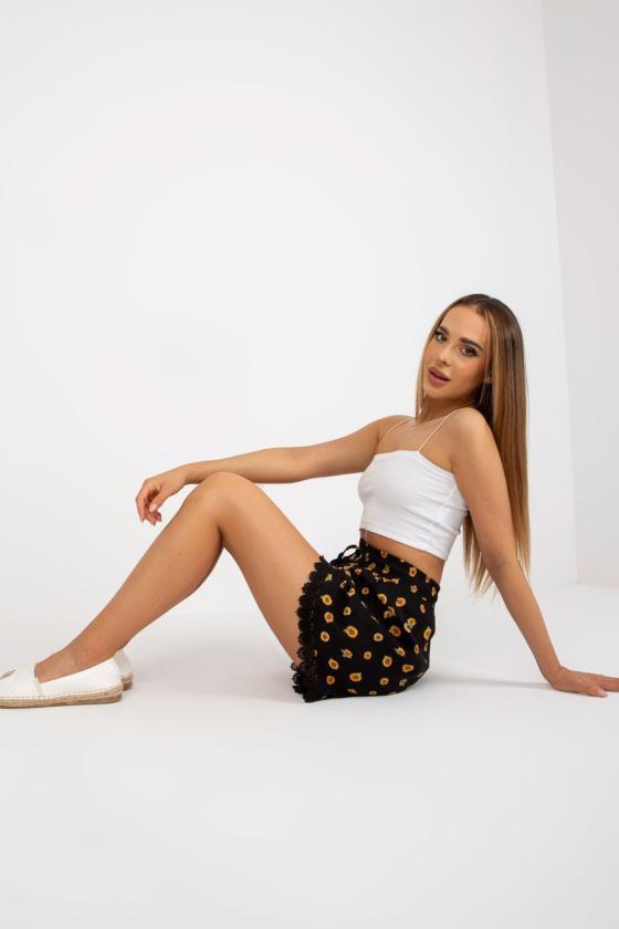 Rožinė padidinto modelio suknelė su gobtuvu