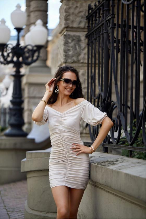 Oranžinės spalvos minimalistinė suknelė su sagutėmis