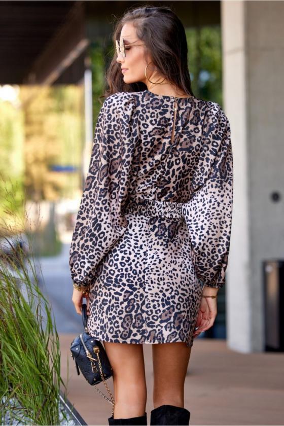 Raudonos spalvos minimalistinė suknelė su sagutėmis_137195
