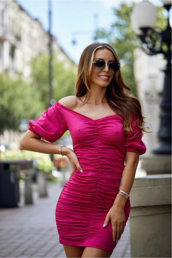 Neoninės rožinės spalvos minimalistinė suknelė su sagutėmis_137200