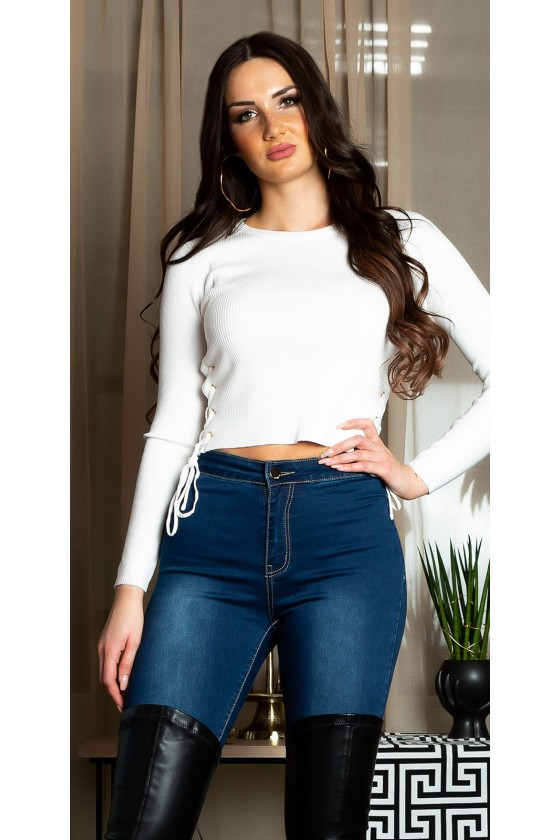 Baltos spalvos šonuose suvarstomas trumpas megztinis_139536