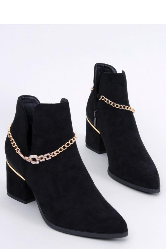 Juodos spalvos megzta oversize suknelė su gobtuvu