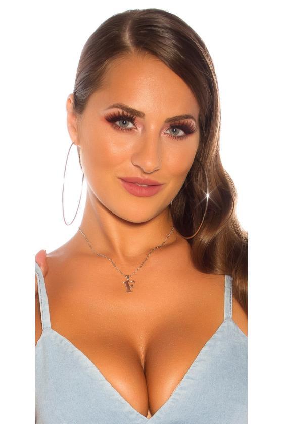 Baltos spalvos megzta suknelė su dirželiu