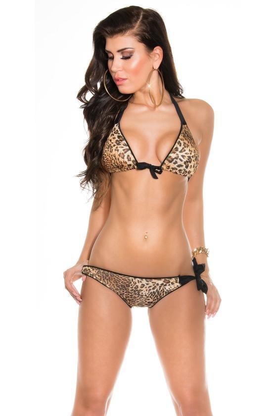 Raudonos spalvos laisvalaikio kostiumas