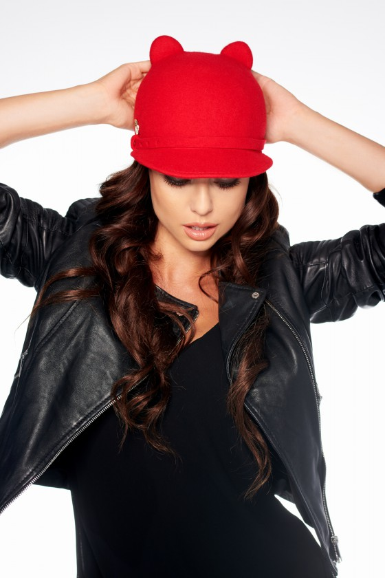 Raudonos spalvos kepurė LGK107_145048