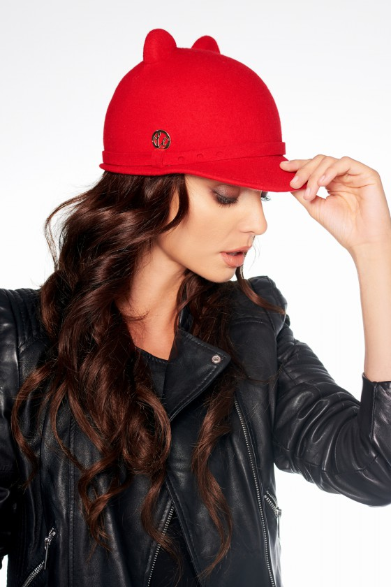 Raudonos spalvos kepurė LGK107_145050