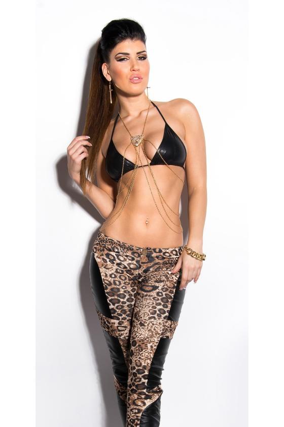 Juodos spalvos suknelė su dirželiu