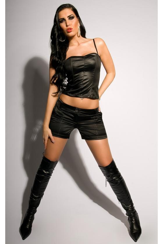 Raudonos spalvos suknelė su dirželiu