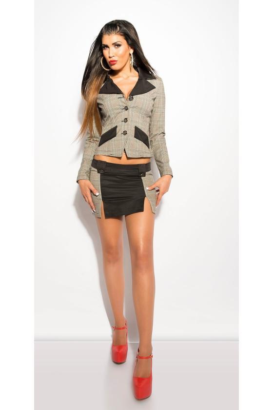 Juodos spalvos beretė su tiulio detalėmis