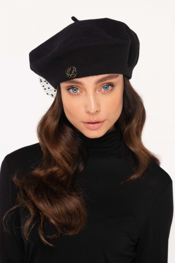 Juodos spalvos beretė su tiulio detalėmis_151926