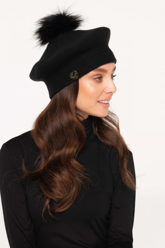 Juodos spalvos beretė su bumbulu_153919