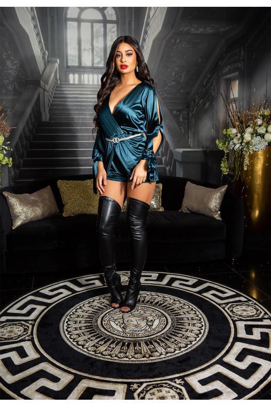 Juodos spalvos beretė su bumbulu