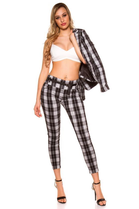 Raudonos spalvos suknelė su grandinėlėmis