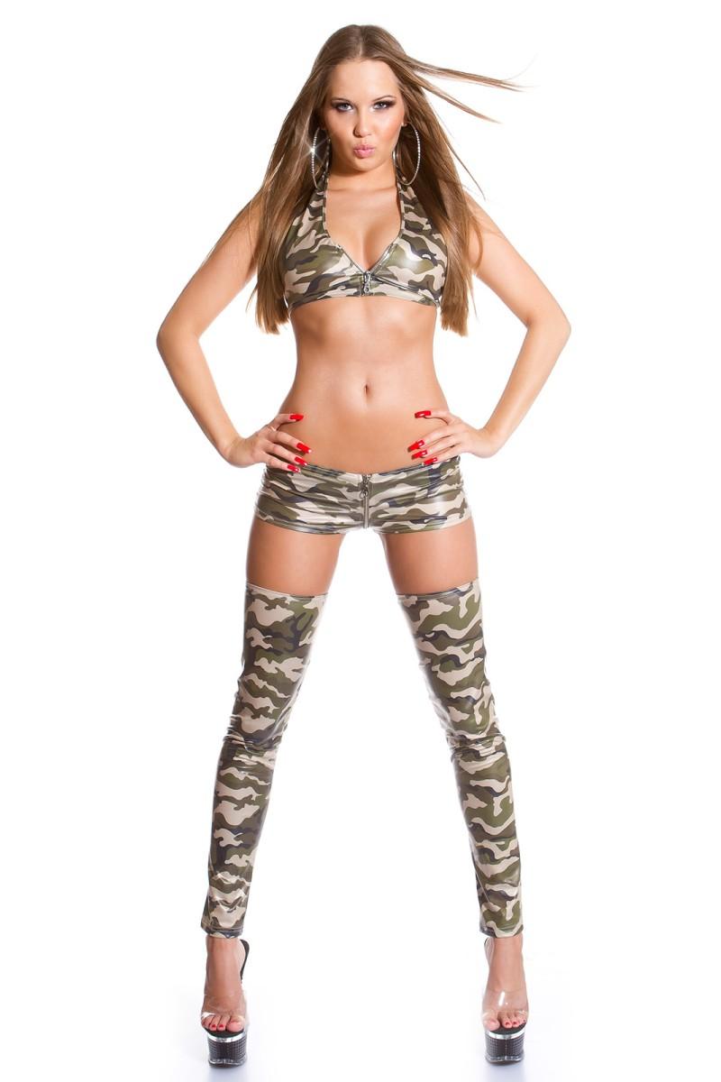 Mėlynos spalvos blizgi suknelė dekoruota tiuliu