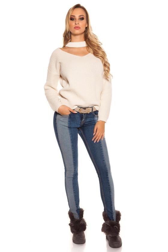 Raudonos spalvos blizgi suknelė dekoruota tiuliu