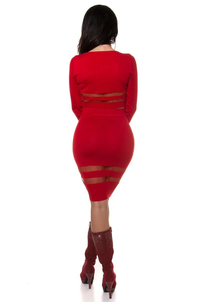 Raudonos spalvos blizgi suknelė dekoruota tiuliu_155906