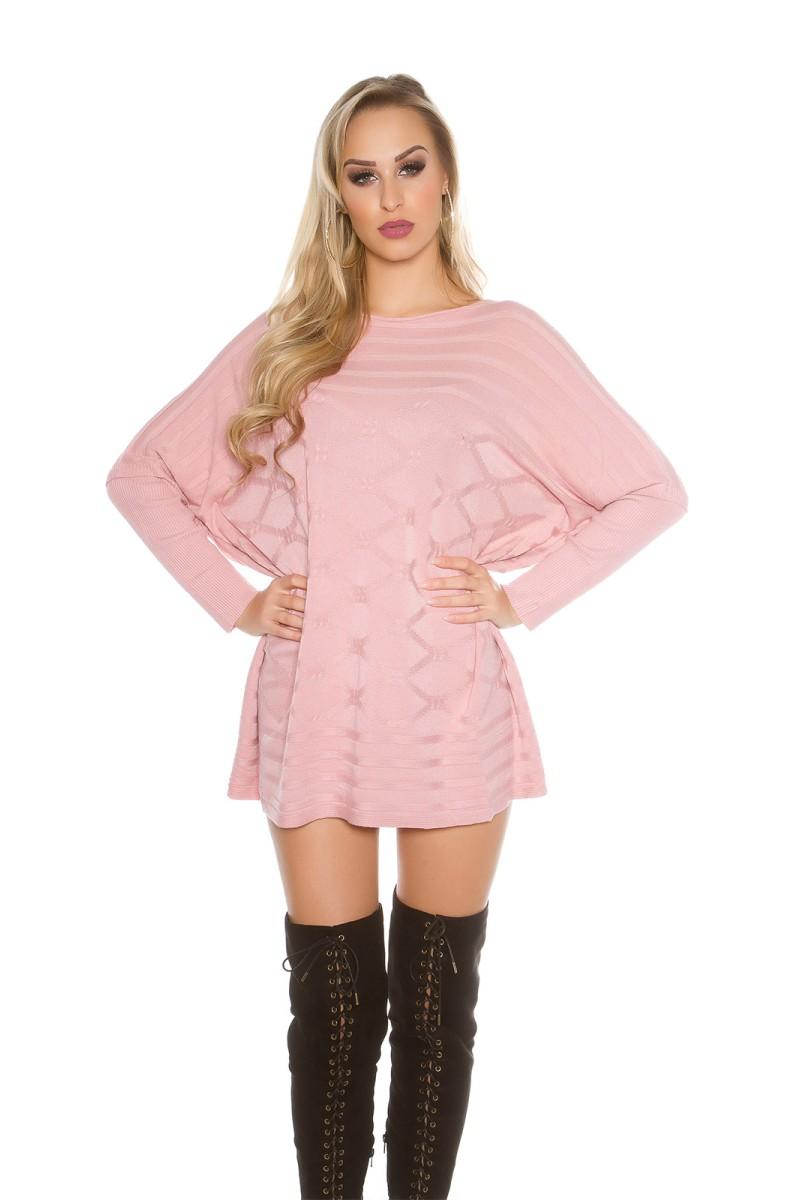 Juodos spalvos blizgi suknelė dekoruota tiuliu