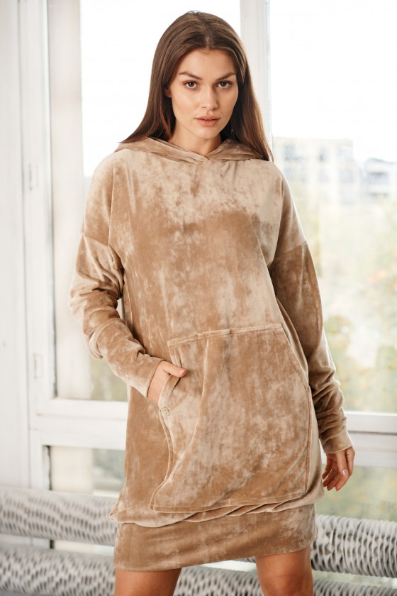 Kapučino spalvos veliūrinė suknelė SIMPLE