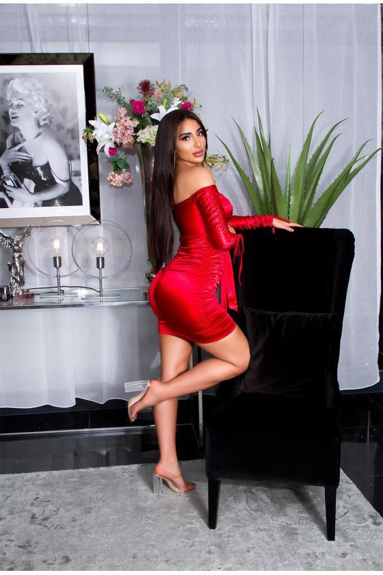 Juodos spalvos suknelė su prailginta dalimi