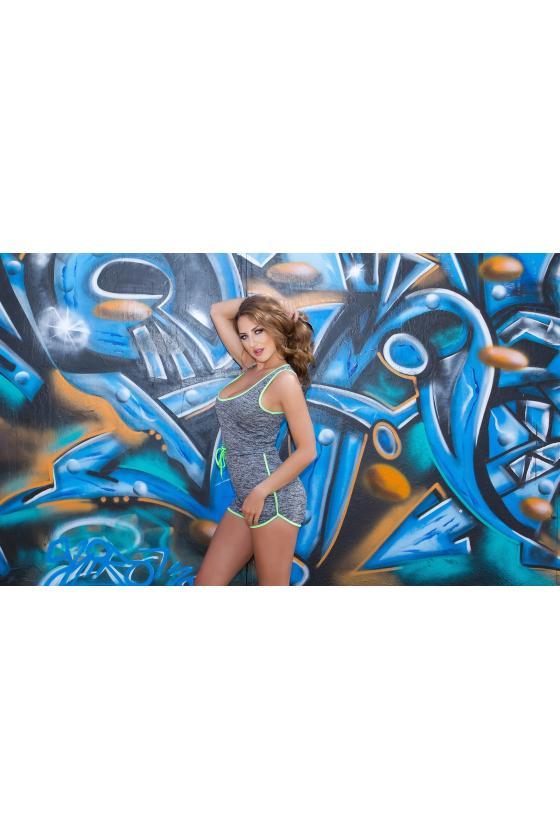 Baltos spalvos megzta suknelė
