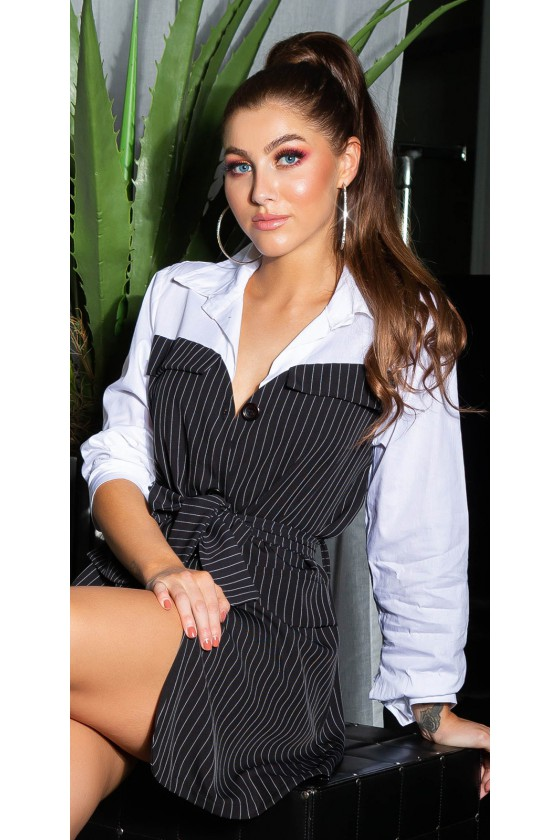 Marškinių stiliaus suknelė su dirželiu