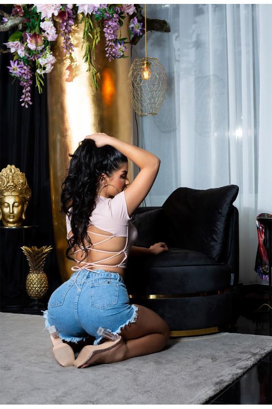 Smėlio spalvos megzta suknelė dekoruota sagomis_175366