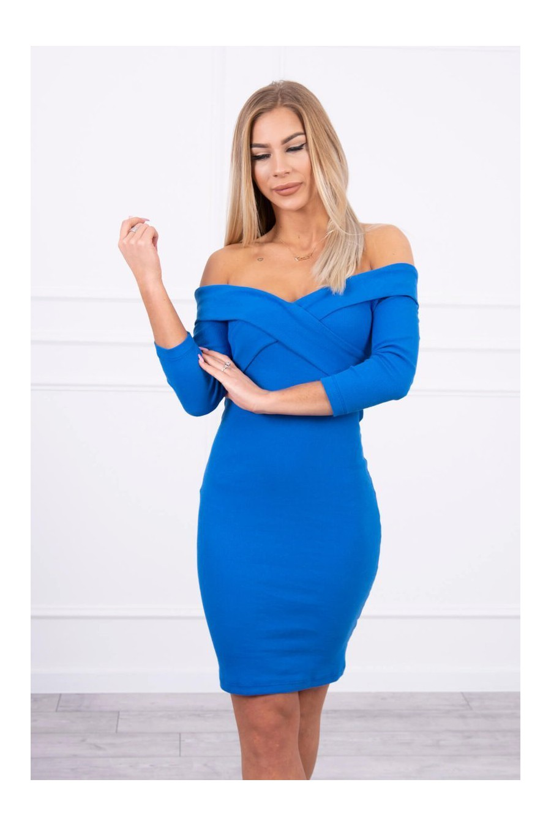 Mėlynos spalvos suknelė su V formos iškirpte