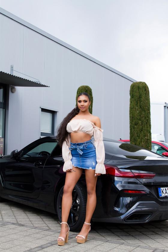 Smėlio spalvos suknelė su V formos iškirpte_175733