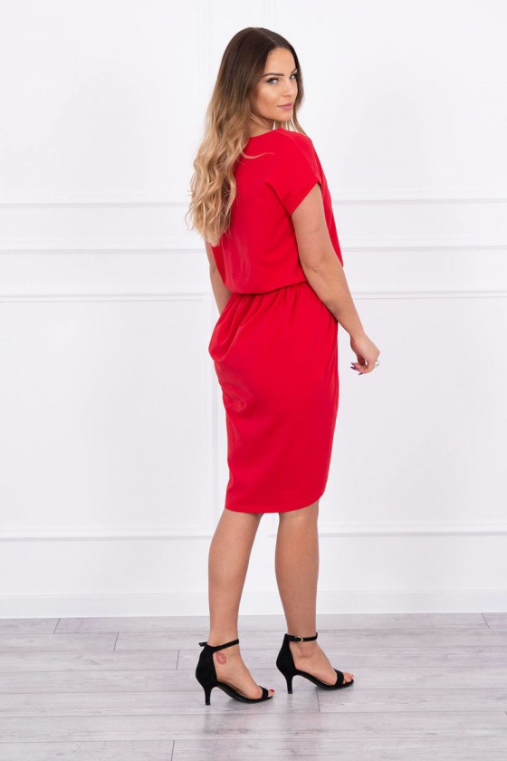 Raudonos spalvos suknelė atvirais pečiais_176296