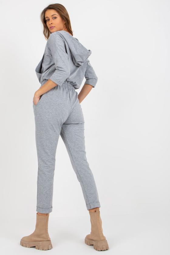 Rožinės spalvos suknelė su V formos iškirpte_182056
