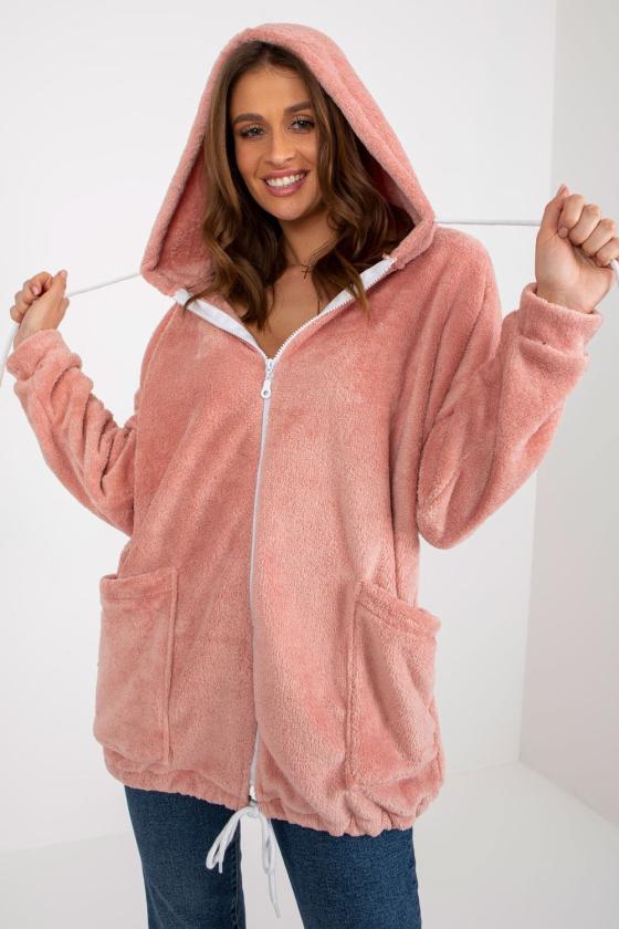 Rožinės spalvos suknelė atvirais pečiais