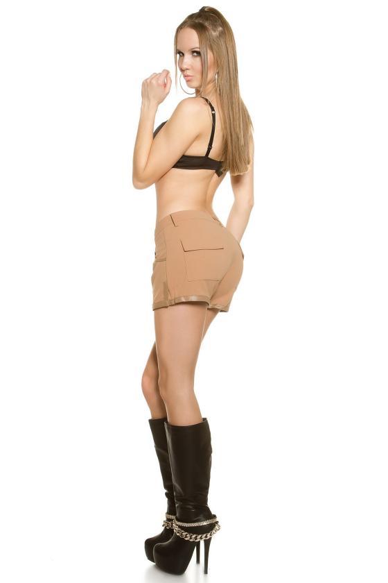 Žydros spalvos trumpa suknelė su iškirpimais