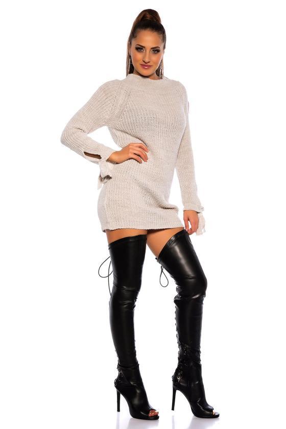 Žalios spalvos suknelė dekoruota sparnų aplikacijomis