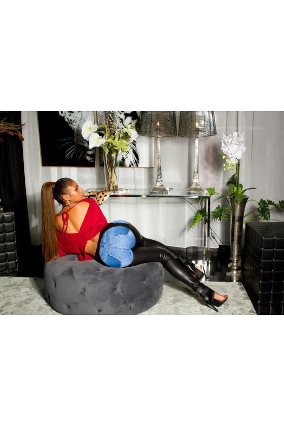Rausvos spalvos gėlėta suknelė