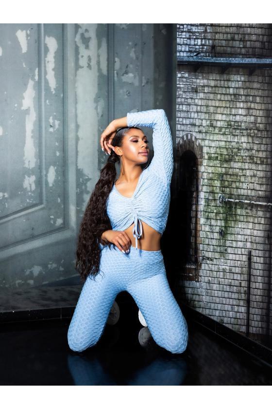 Rausvos spalvos suknelė atvirais pečiais_195501