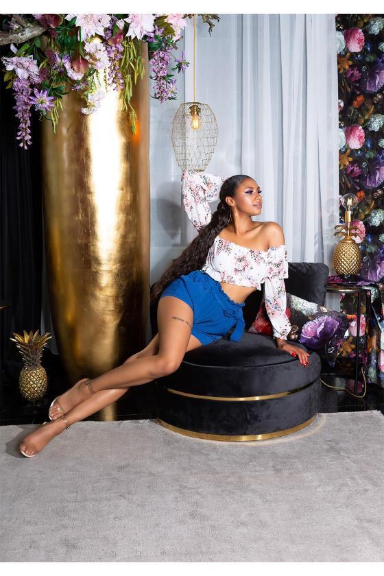 Madingi platėjantys džinsai su įplėšimu_198915