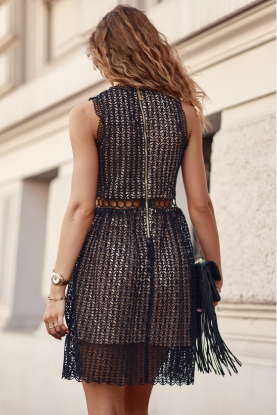 Juodos spalvos nėrinių suknelė 376_203162