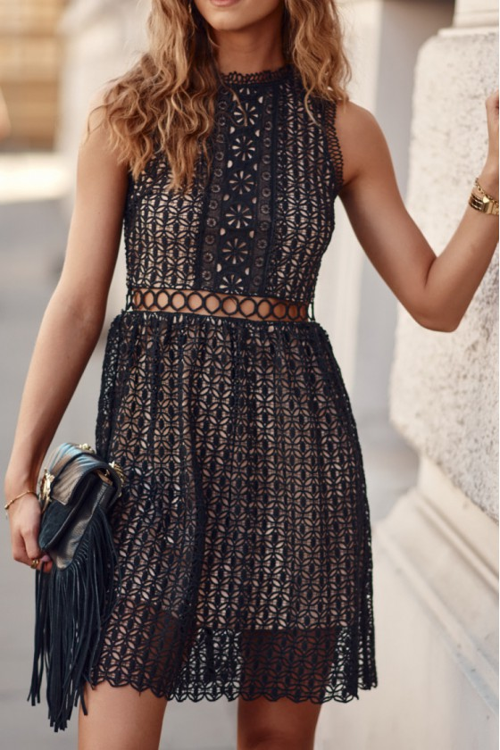 Juodos spalvos nėrinių suknelė 376_203163