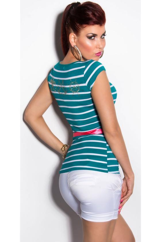 Juodos spalvos suknelė atvirais pečiais