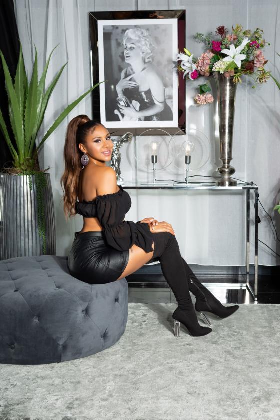 Baltos spalvos maxi suknelė ant petnešėlių