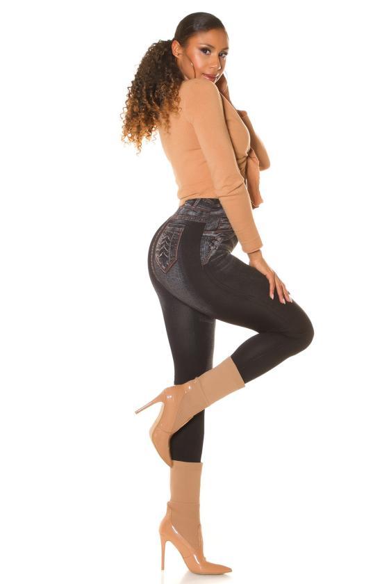 Raudonos spalvos laisvalaikio kostiumėlis_208706