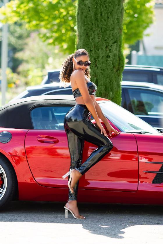 Žalios spalvos suknelė su baltais taškeliais 91593