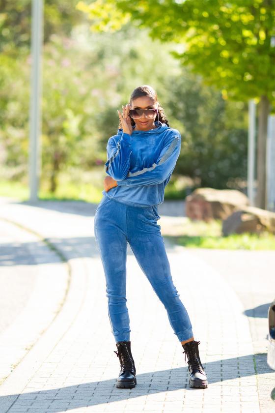 Baltos spalvos sijonas dekoruotas sagomis
