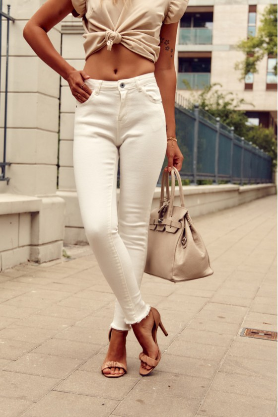 Baltos spalvos aptempti džinsai 00130